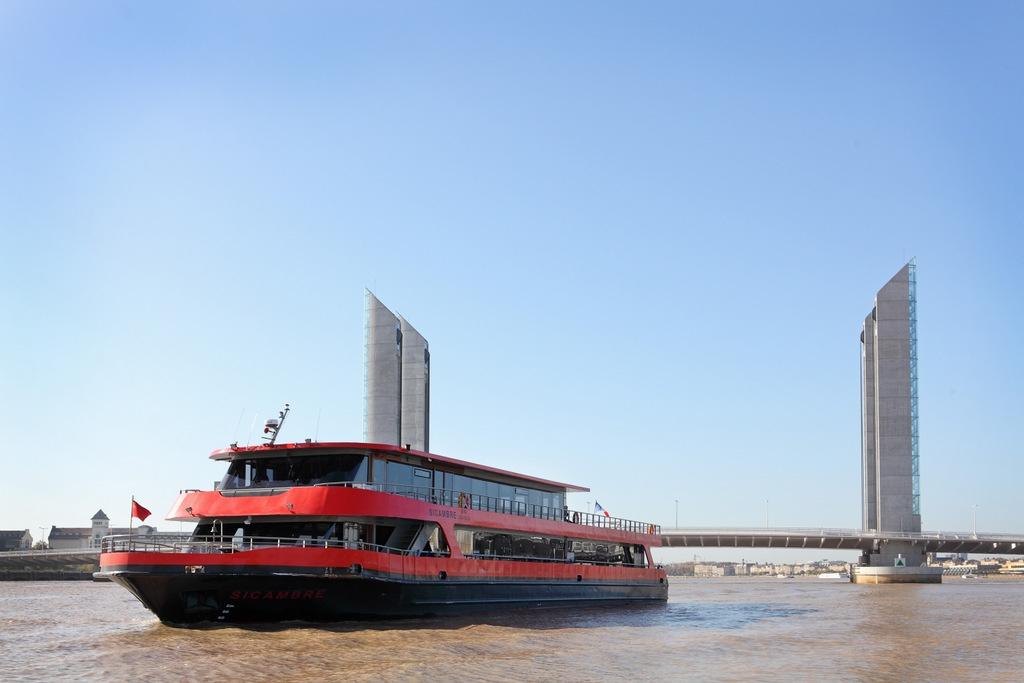 Bordeaux river cruise by caruso tourisme croisi res for T2 sur bordeaux