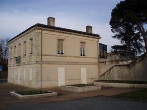 Caruso33 d couvrir bassens 33530 mairie office de for Piscine de bassens