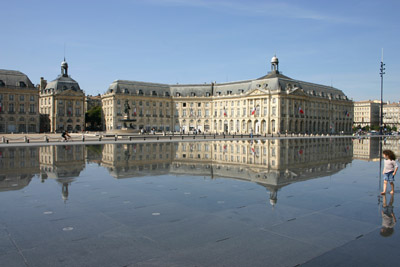 Caruso33 the water mirror an attraction that cannot be for Miroir d eau bordeaux