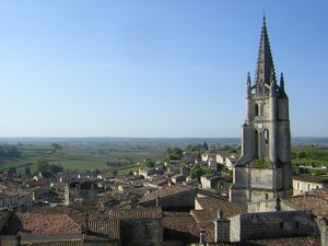 SAINT-EMILION : Vue du clocher